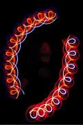 Lichtjonglage mit zwei Diabolos
