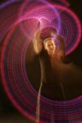 Schwingen von Leuchtkeulen in der Leuchtshow von Detlef Vogt