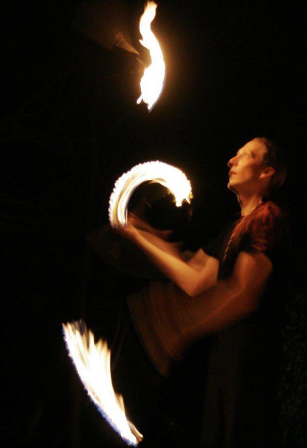 Fackeljonglage Feuershow