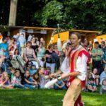 Jonglierender Gaukler beim Schlossparkfest