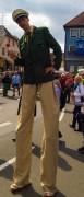 Stelzenläufer Polizist